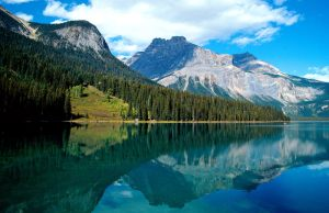 emerald_lake_yoho_national_park_british_columbia_canada