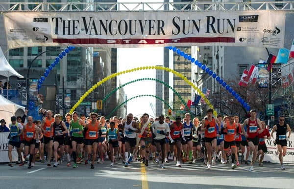 VANCOUVER, BC:APRIL 17, 2011 --Elite runners start the 2011 Vancouver Sun Run making their way down Georgia Street in Vancouver, BC, April, 17, 2011. (Richard Lam/Vancouver Sun)
