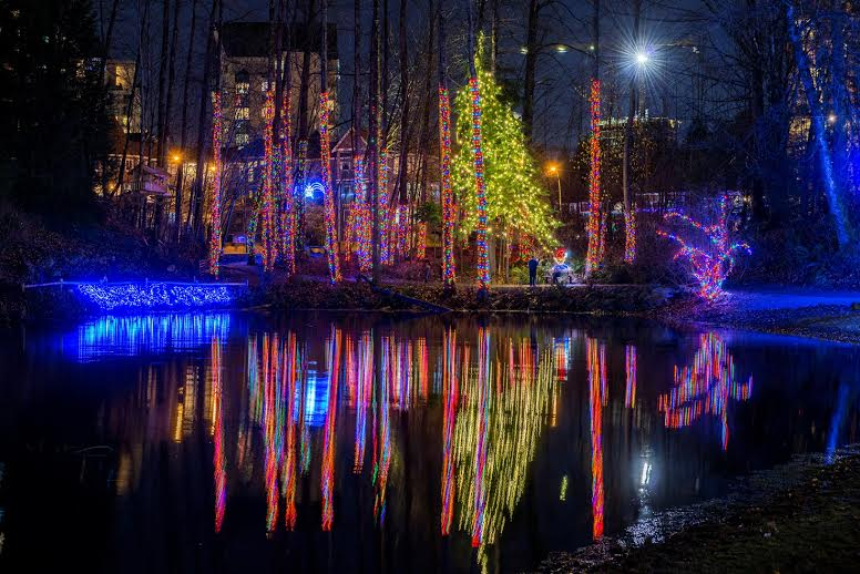 Free Display In Coquitlam Illuminates Lafarge Lake With  : lafarge lights coquitlam from 604now.com size 776 x 518 jpeg 77kB