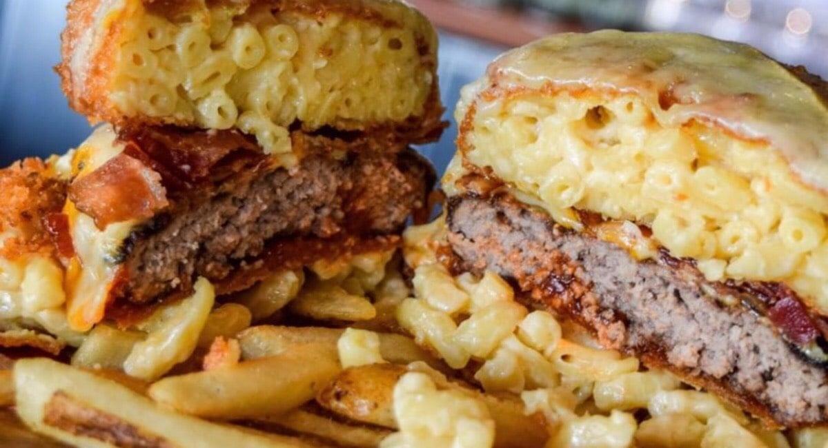 CAVU Kitchen Bar Le Mac & Cheese Burger