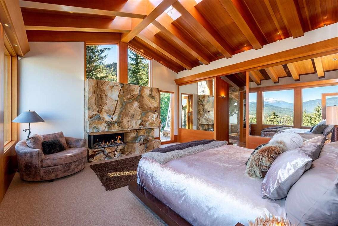 3350 Panorama Ridge
