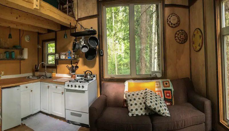 creekside treehouse
