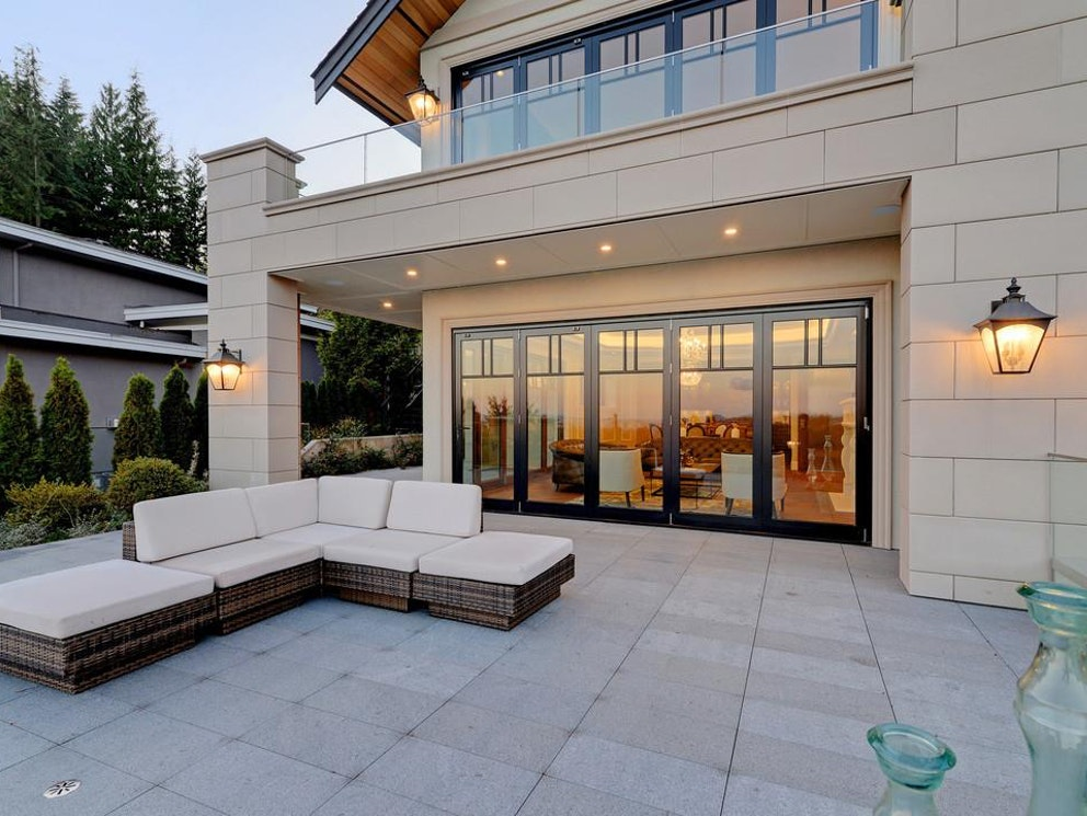 west vancouver mansion outside