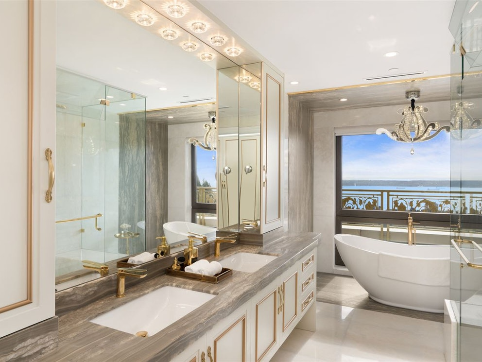 west vancouver mansion bathroom
