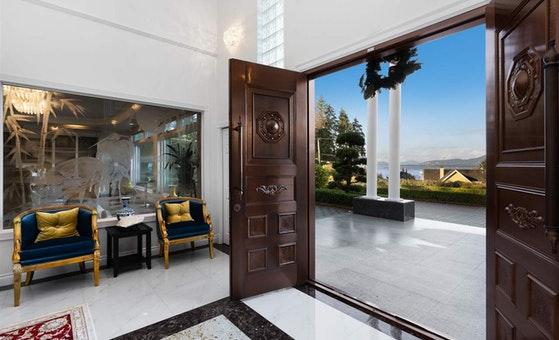 vancouver mansion entrance