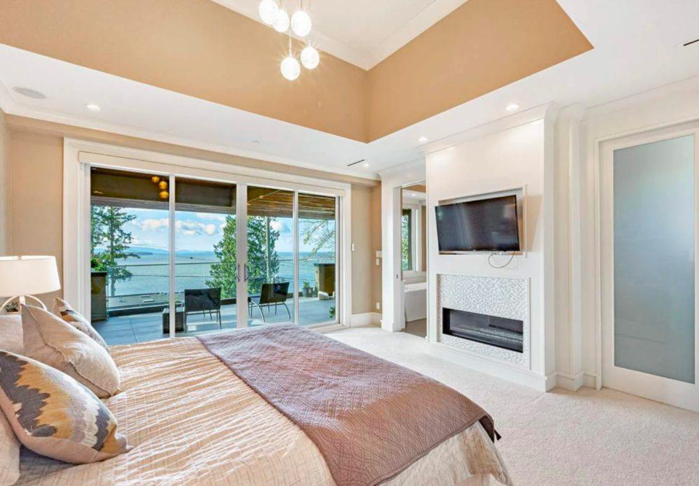 white rock mansion bedroom