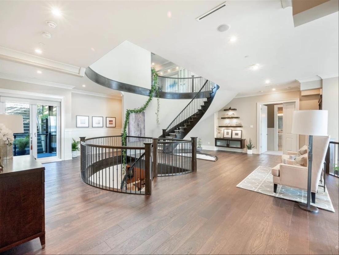 white rock mansion middle floor