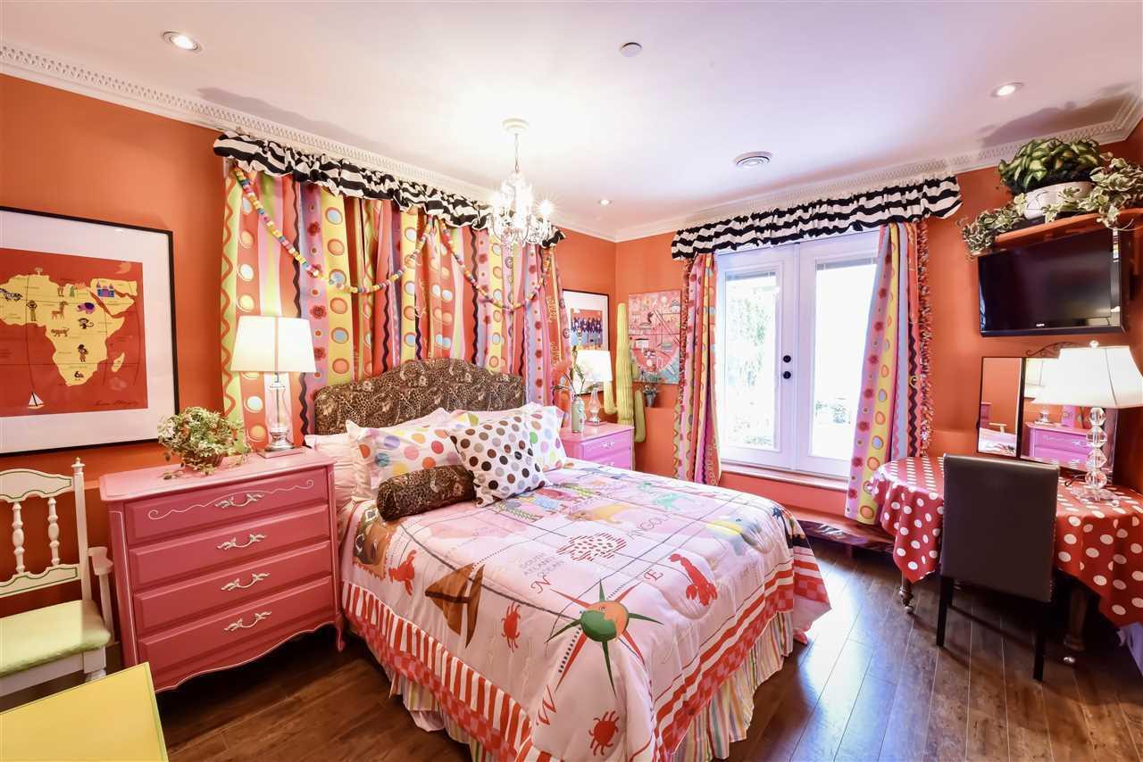 white rock bedroom