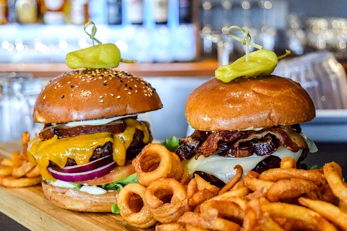Cavu Kitchen Bar Burger
